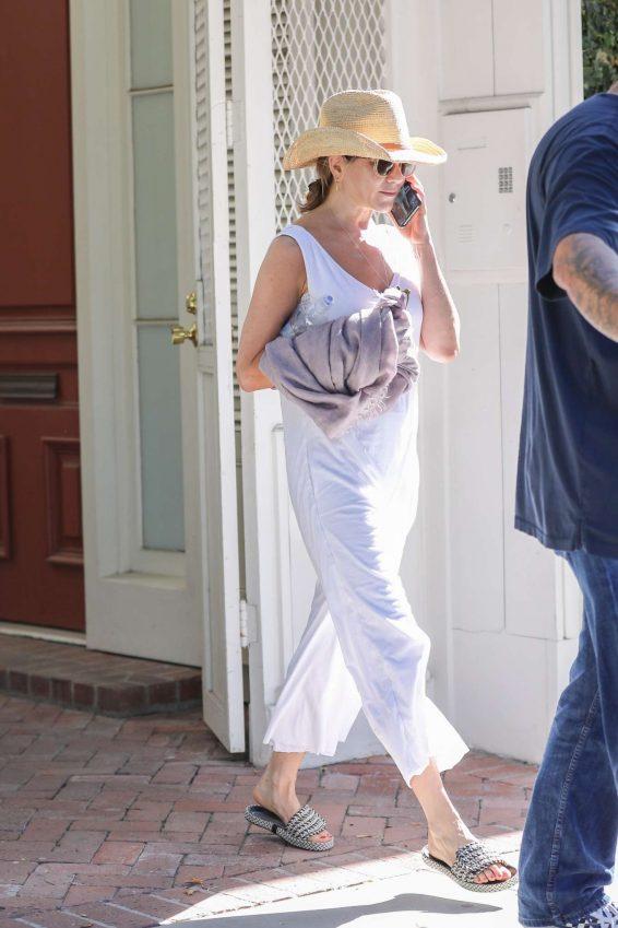 Jennifer Aniston 2019 : Jennifer Aniston – Shopping in West Hollywood-04