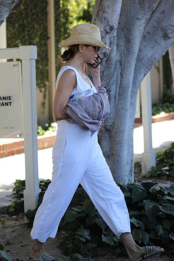 Jennifer Aniston 2019 : Jennifer Aniston – Shopping in West Hollywood-07