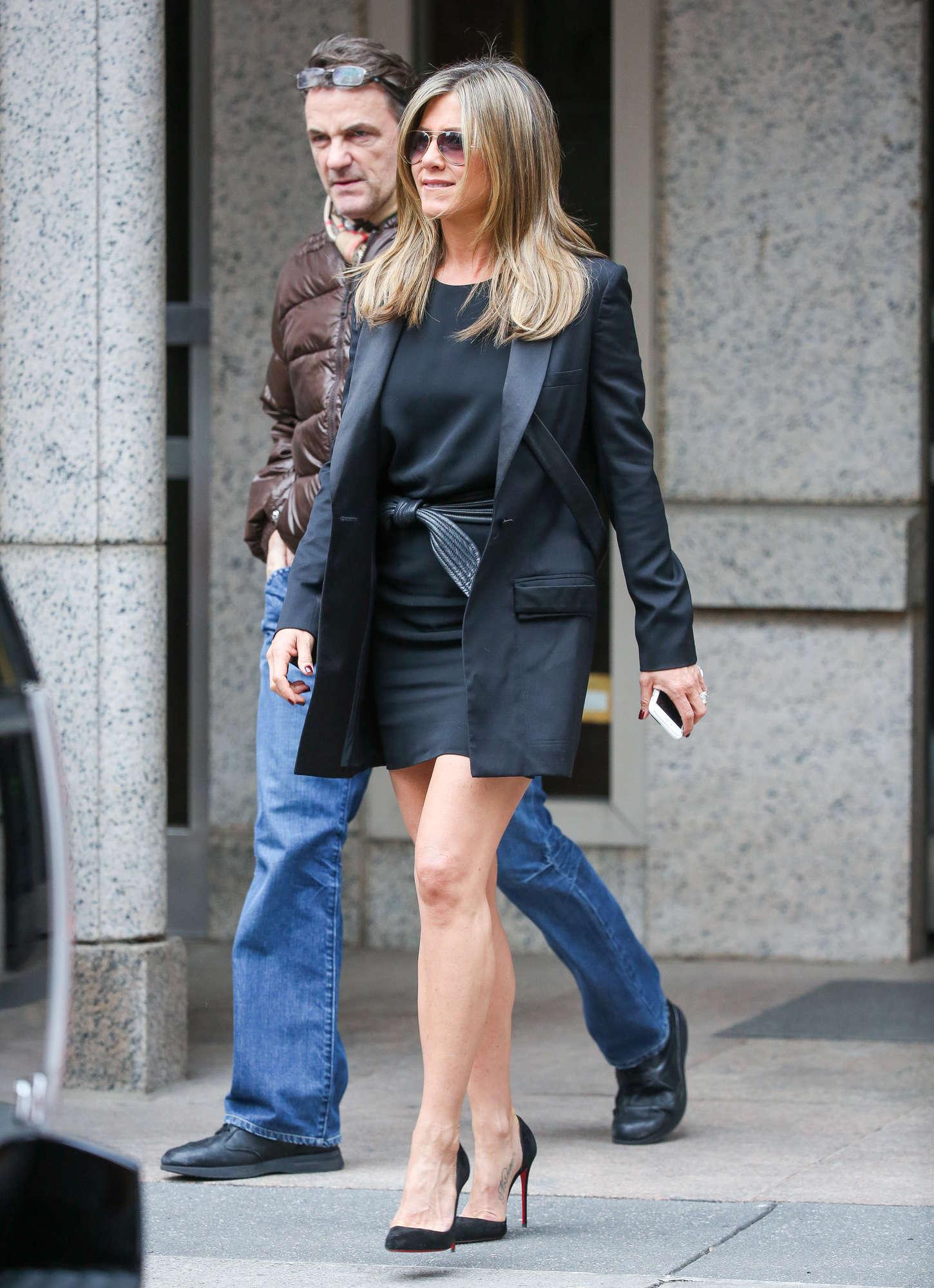 Jennifer Aniston In Mini Dress 13 Gotceleb