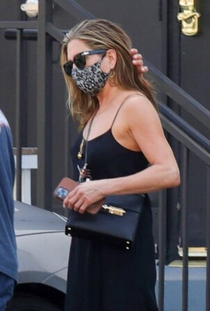Jennifer Aniston - With bodyguard as she leaves a hair salon in Beverly Hills