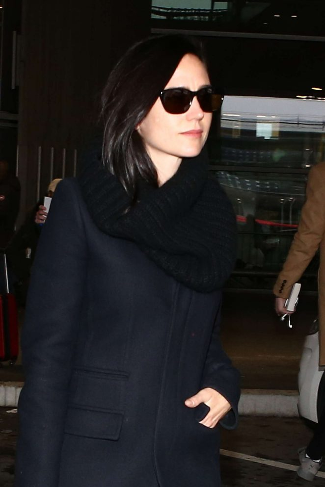 Jennifer Connelly Arrives at Charles de Gaulle Airport in Paris