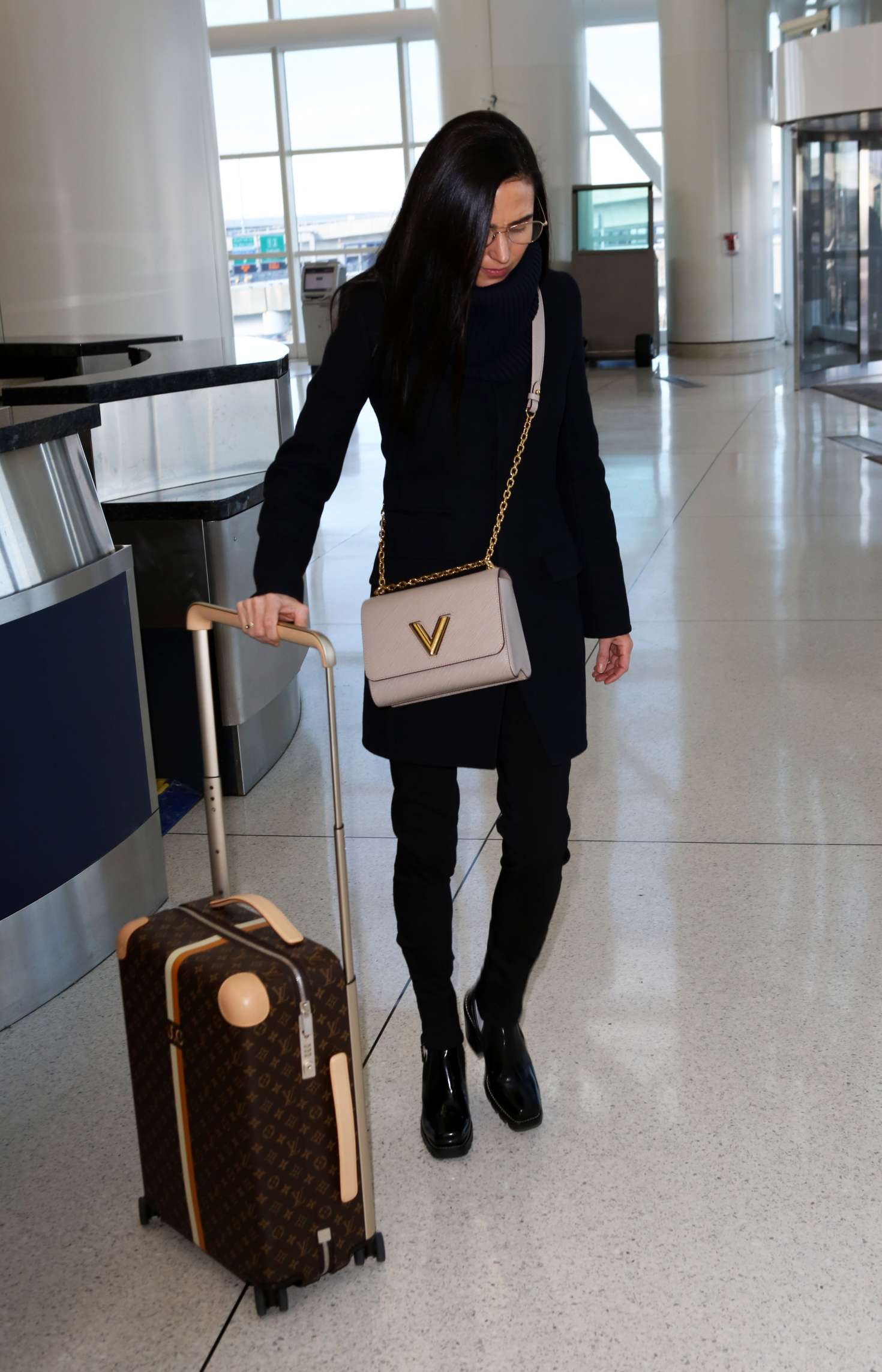 Jennifer Connelly - Arrives at JFK Airport in NYC