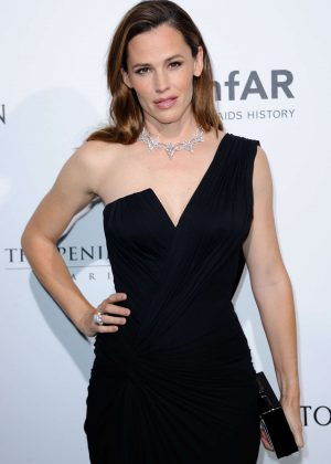 Jennifer Garner - Amfar Paris Dinner 2016 in Paris