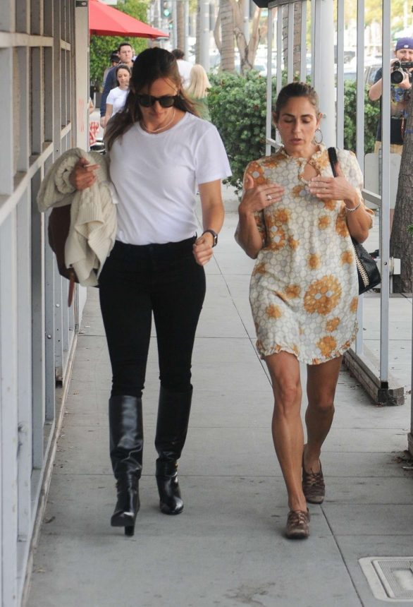 Jennifer Garner and Summer Phoenix - Heading out after lunch at Croft Alley in Beverly Hills
