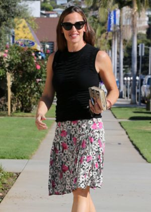 Jennifer Garner - Arrives at church in Pacific Palisades