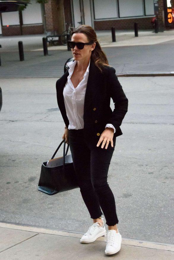 Jennifer Garner - Arrives at her hotel in NYC