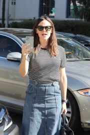 Jennifer Garner - Arrives for Sunday church services in Pacific Palisades