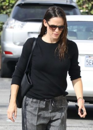 Jennifer Garner - Arrives for Sunday church services in the Pacific Palisades