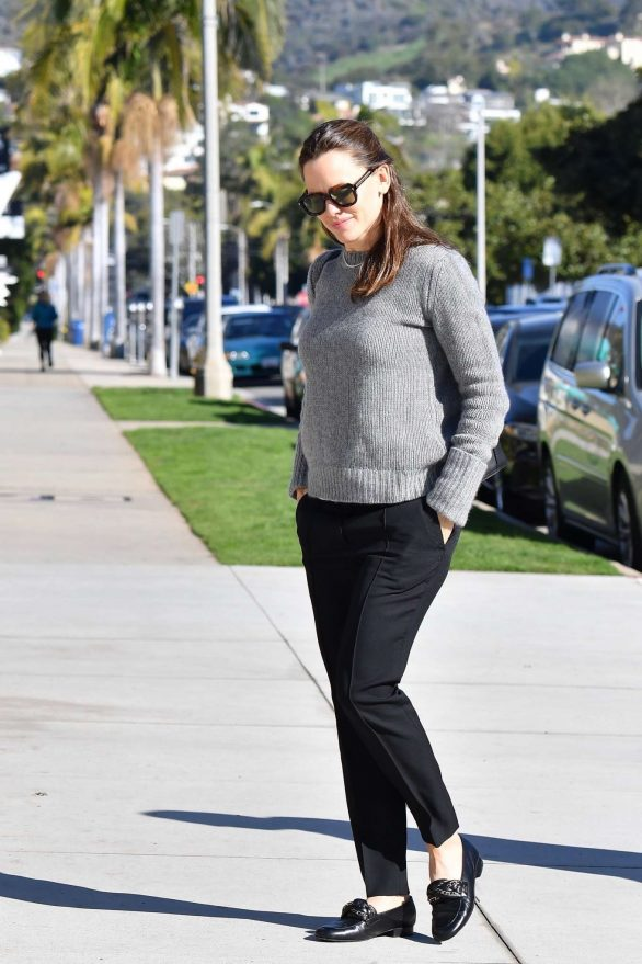 Jennifer Garner - Arrives for Sunday morning church services in Pacific Palisades
