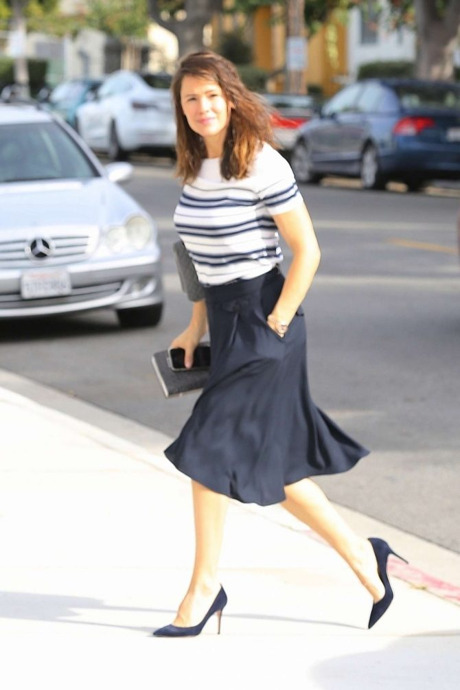 Jennifer Garner – Arrives to Sunday church service in Brentwood