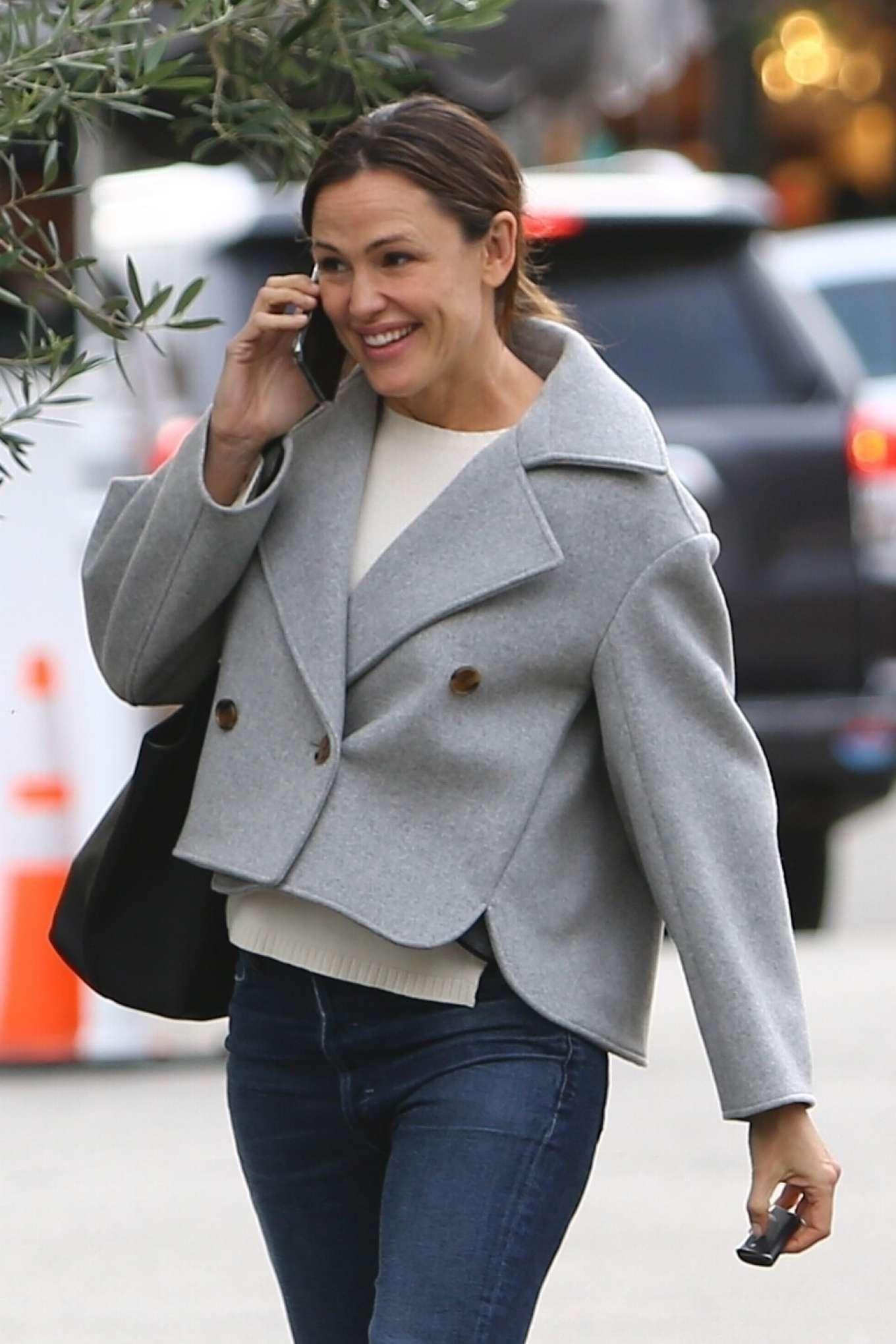 Jennifer Garner - Arriving at the Brentwood Country Mart