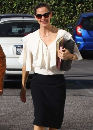 Jennifer Garner - Arriving for church service in Pacific Palisades