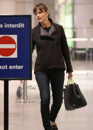 Jennifer Garner at Pierre-Elliot Trudeau Airport in Montreal