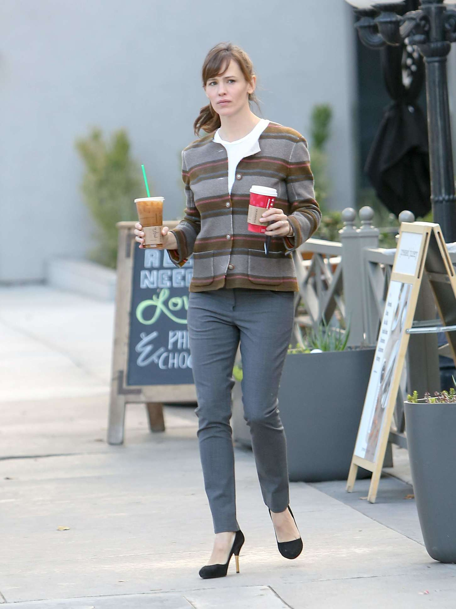 Jennifer Garner at Starbucks in Los Angeles