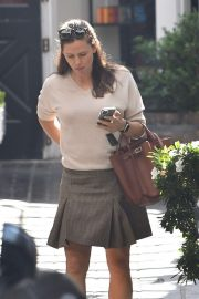 Jennifer Garner at the Brentwood Country Mart in Los Angeles