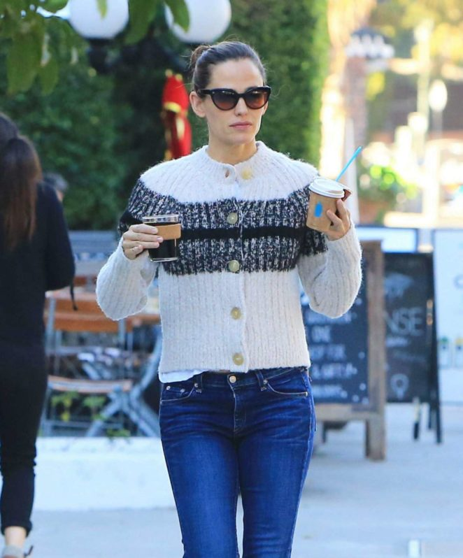Jennifer Garner at the local coffee shop in Brentwood