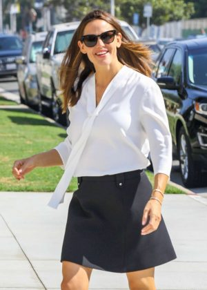 Jennifer Garner - Attending church in Palisades