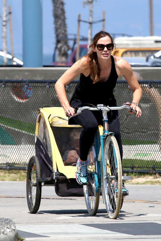 Jennifer Garner Bike riding in Venice