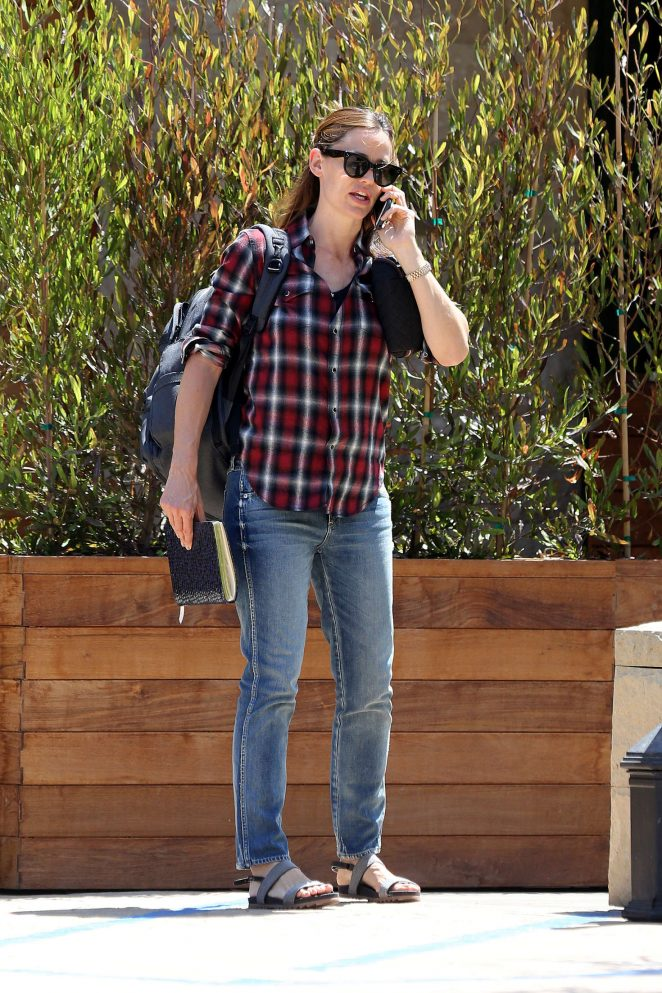Jennifer Garner business meeting at Nobu in Malibu
