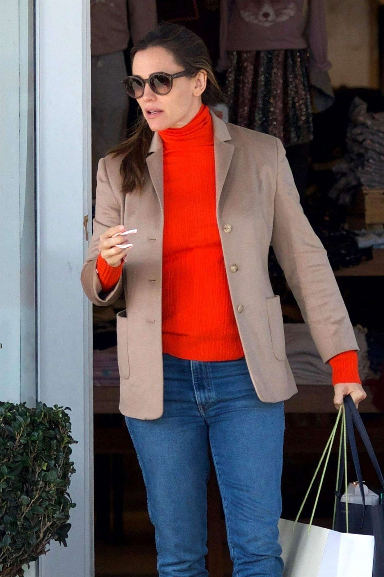 Jennifer Garner - Christmas Shopping in Brentwood