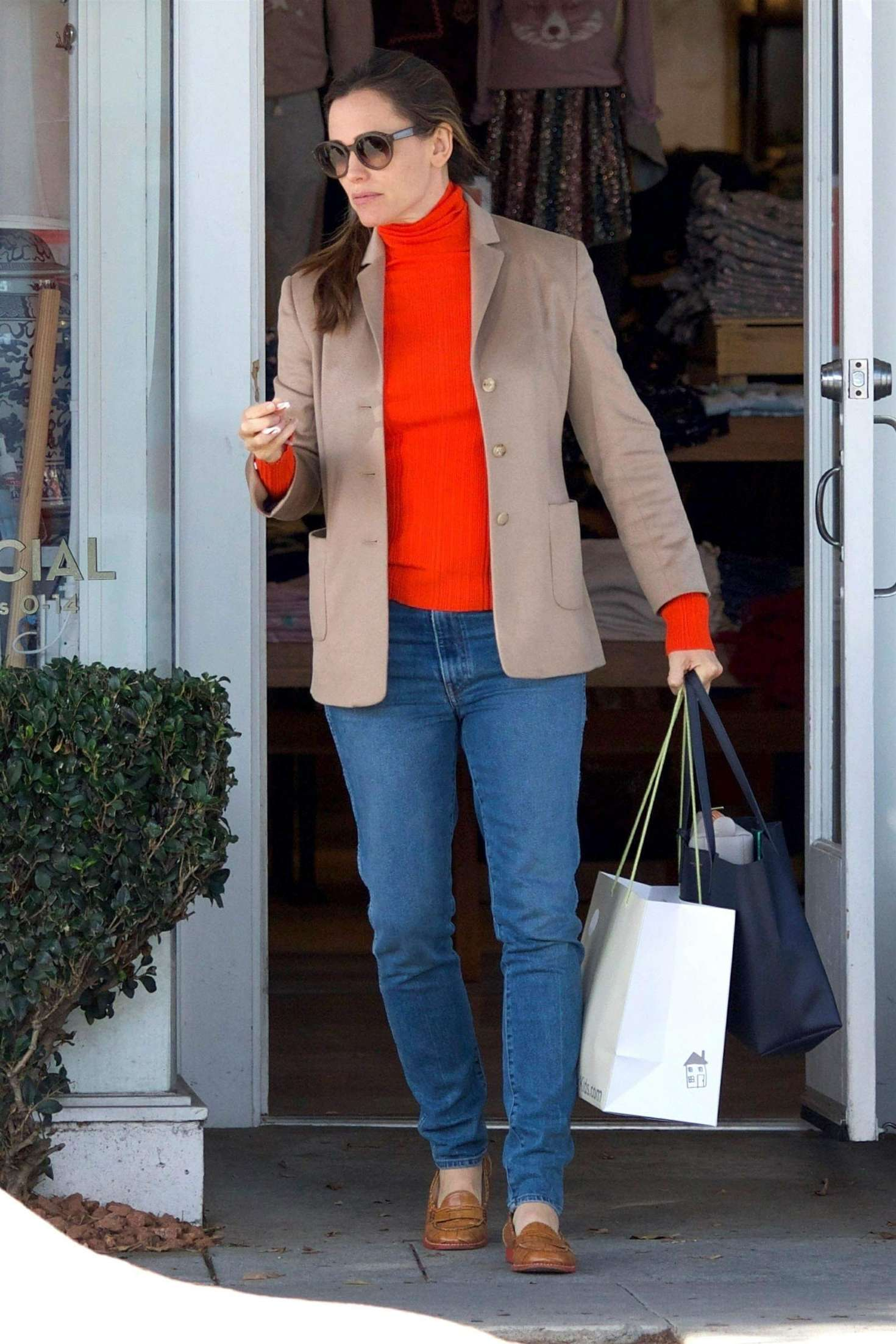 Jennifer Garner 2018 : Jennifer Garner: Christmas Shopping in Brentwood -04