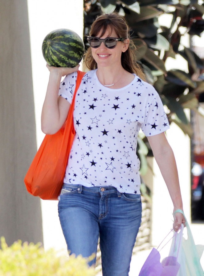 Jennifer Garner - Farmer's Market in Pacific Palisades
