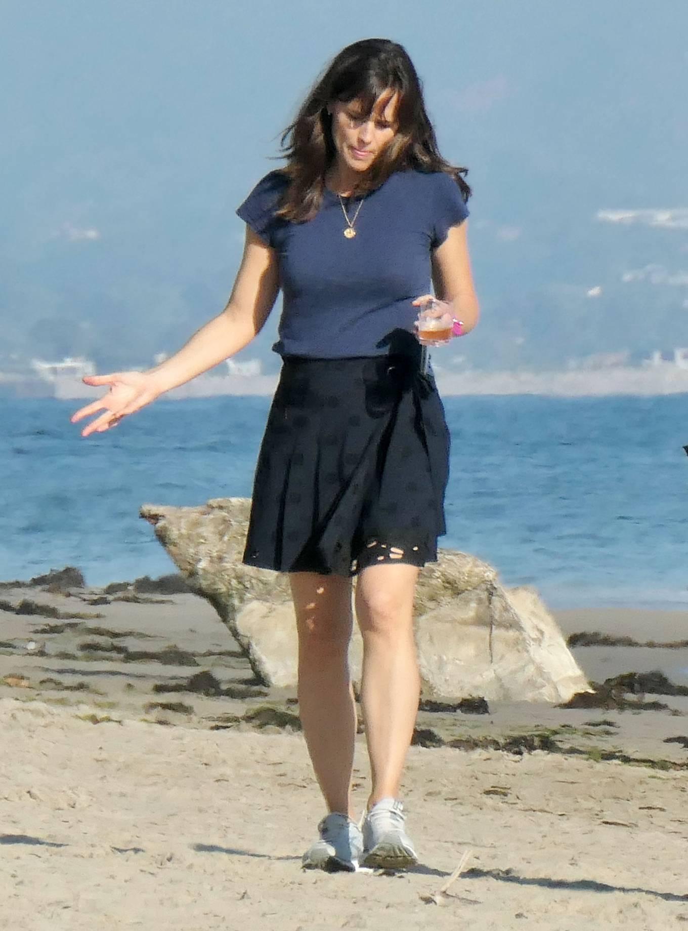 Jennifer Garner - Fashion photoshoot candids on the beach in Santa Barbara