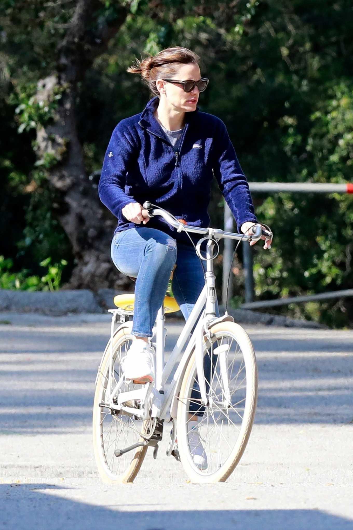 Jennifer Garner 2020 : Jennifer Garner – Goes for a bike ride in Los Angeles-18