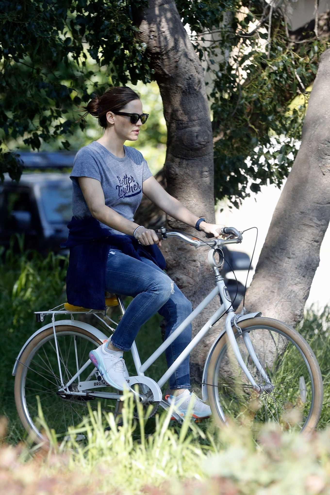 Jennifer Garner 2020 : Jennifer Garner – Goes for a bike ride in Los Angeles-22