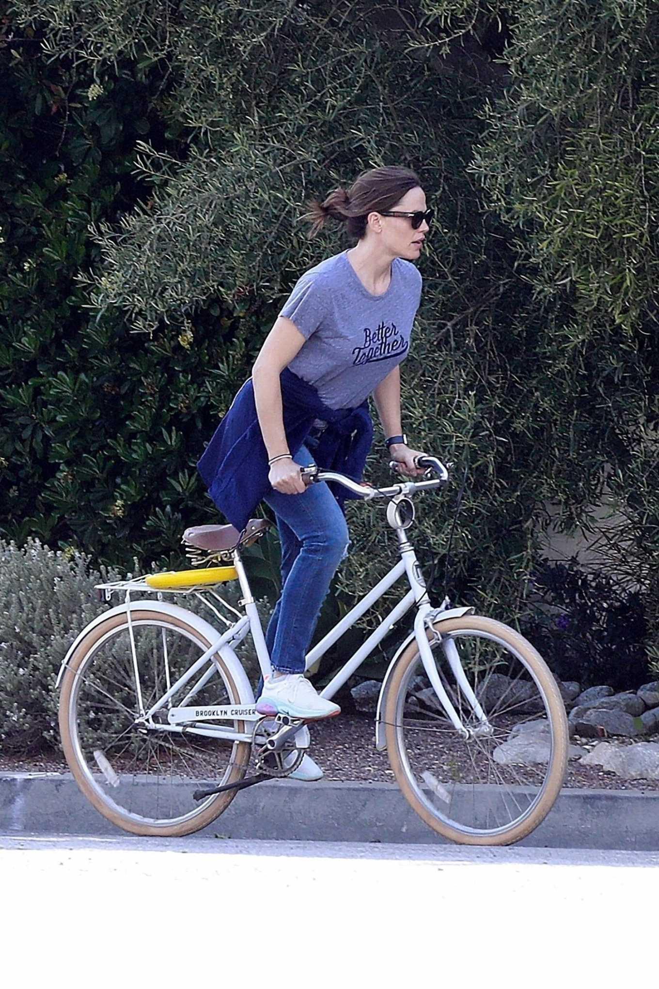Jennifer Garner 2020 : Jennifer Garner – Goes for a bike ride in Los Angeles-27