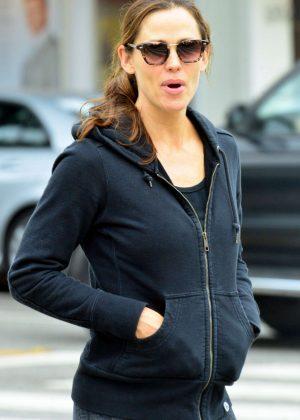 Jennifer Garner - Goes for an early morning workout in Santa Monica