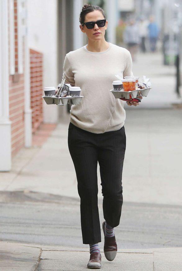 Jennifer Garner 2019 : Jennifer Garner – Goes for her coffee run in Santa Monica-04