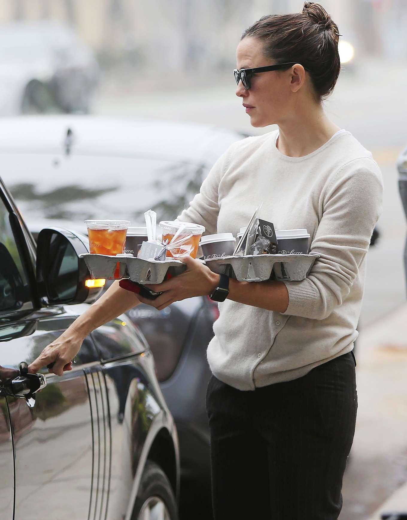 Jennifer Garner 2019 : Jennifer Garner – Goes for her coffee run in Santa Monica-06