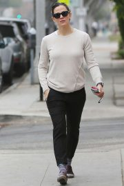 Jennifer Garner - Goes for her coffee run in Santa Monica