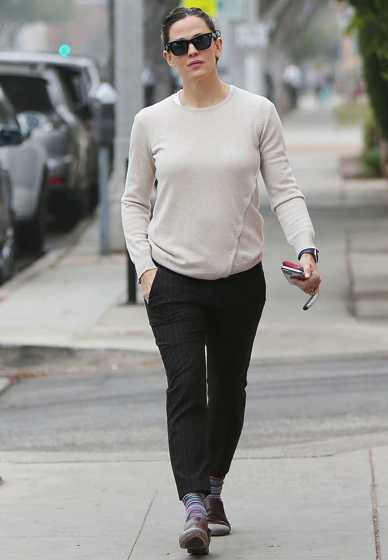 Jennifer Garner - Goes for her coffee run in Santa Monica