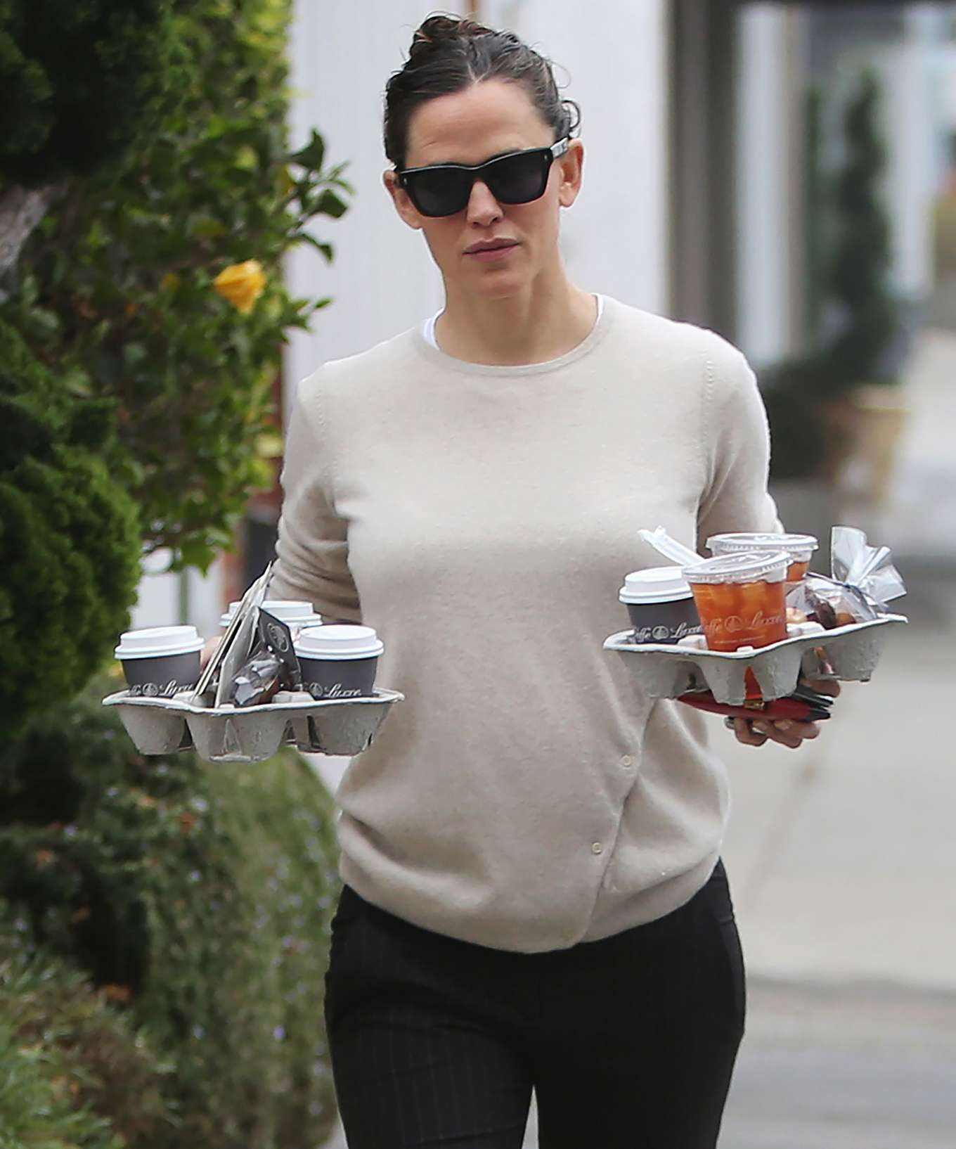 Jennifer Garner 2019 : Jennifer Garner – Goes for her coffee run in Santa Monica-14