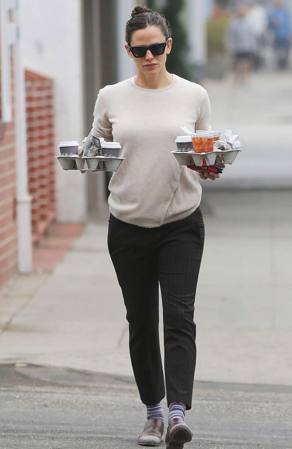 Jennifer Garner 2019 : Jennifer Garner – Goes for her coffee run in Santa Monica-16
