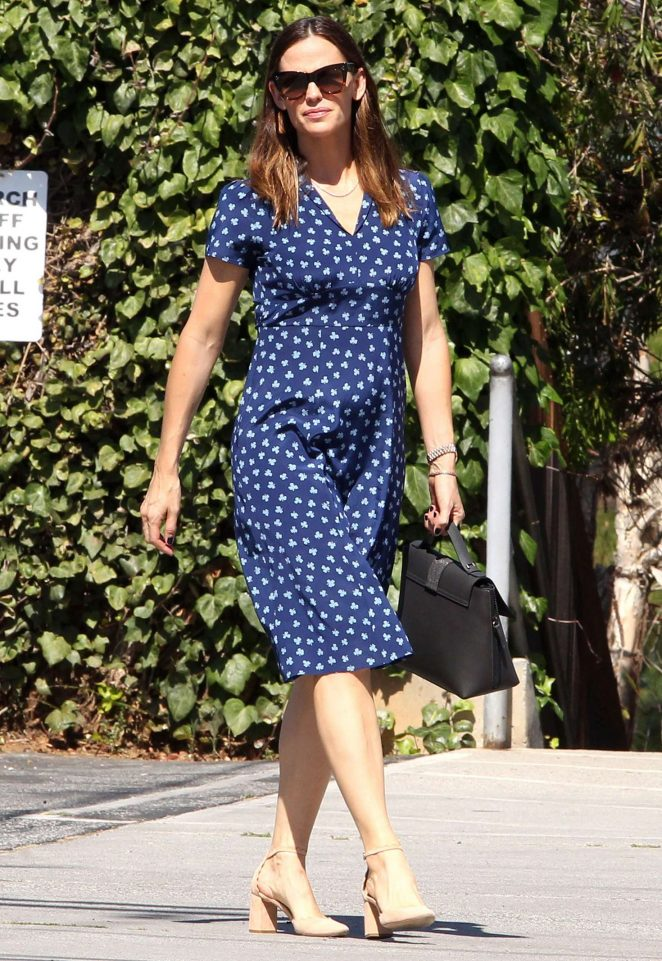 Jennifer Garner - Head to church in Los Angeles