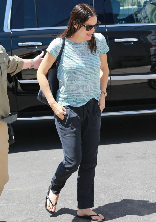 Jennifer Garner heading to work in Los Angeles