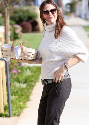Jennifer Garner - heads to church in Pacific Palisades