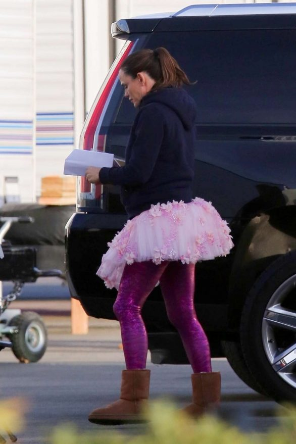 Jennifer Garner - Heads to work wearing a Tutu on the set of 'Yes Day' in Los Angeles