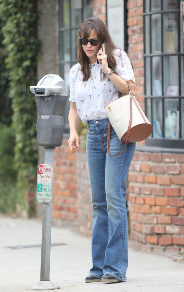 Jennifer Garner - In a bellbottoms jeans out in Brentwood