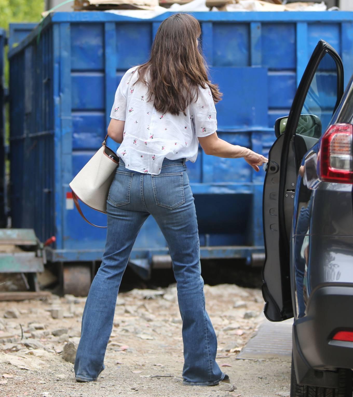 Jennifer Garner 2021 : Jennifer Garner – In a bellbottoms jeans out in Brentwood-45