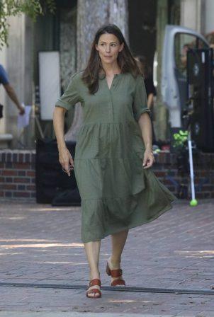 Jennifer Garner - In a olive dress filming in Pacific Palisades