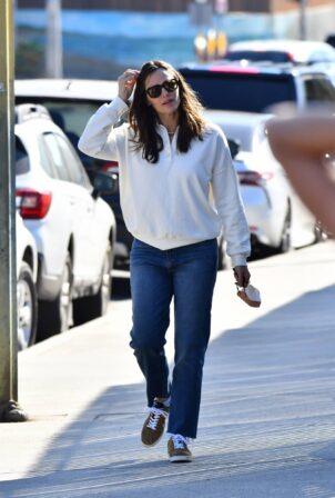 Jennifer Garner - In a white sweatshirt and jeans running errands in Brentwood