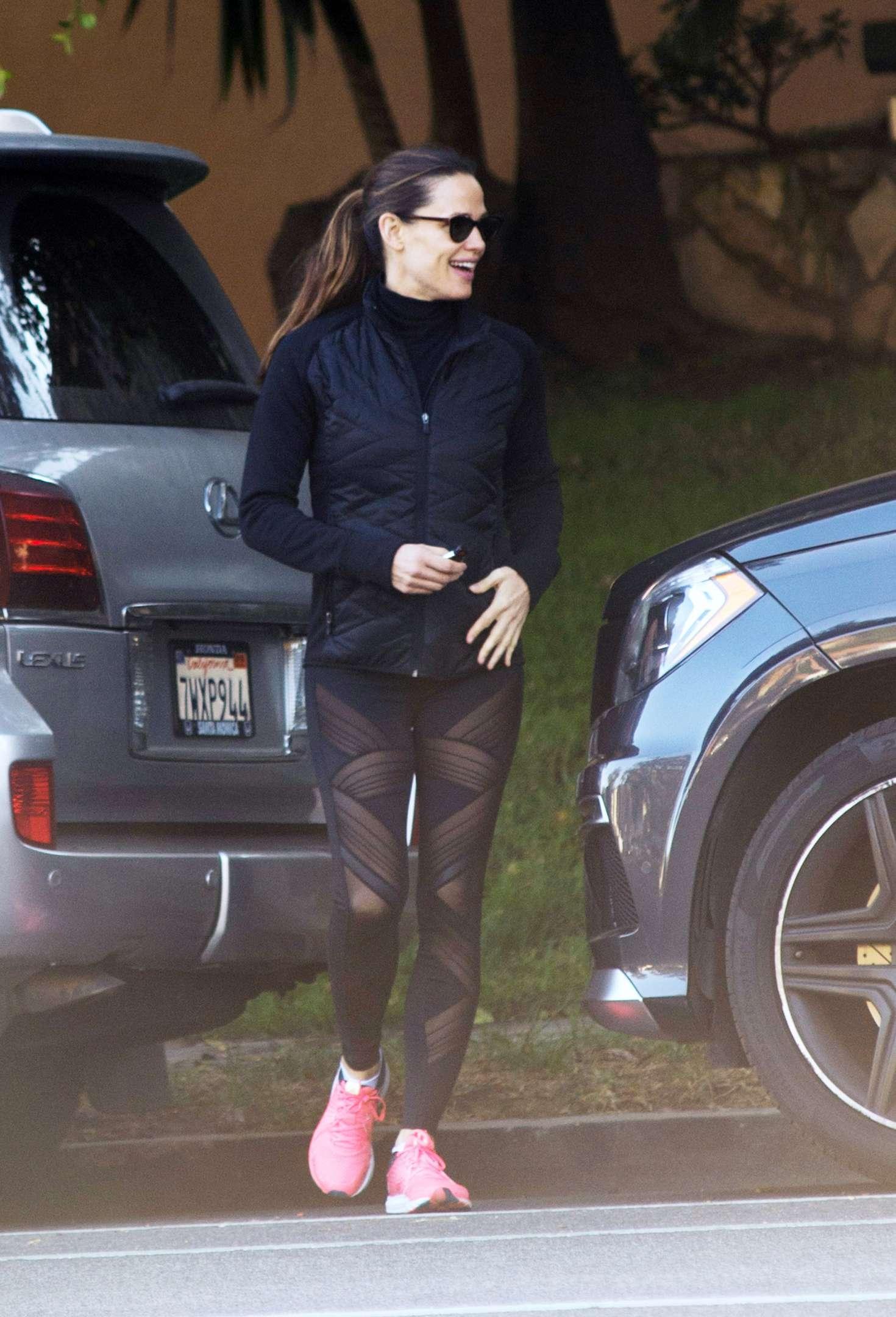Jennifer Garner In Black Leggings Out In Los Angeles