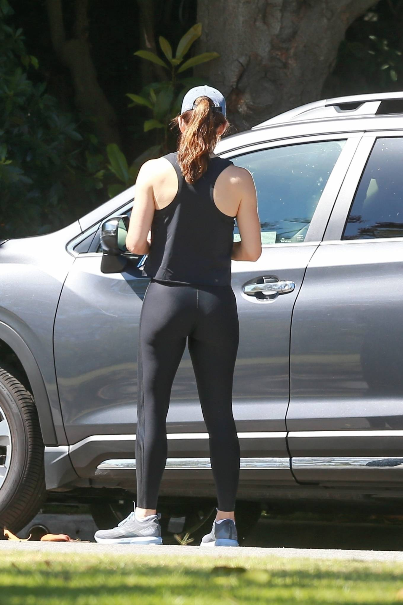 Jennifer Garner 2020 : Jennifer Garner in Black Spandex – Out in Pacific Palisades-01