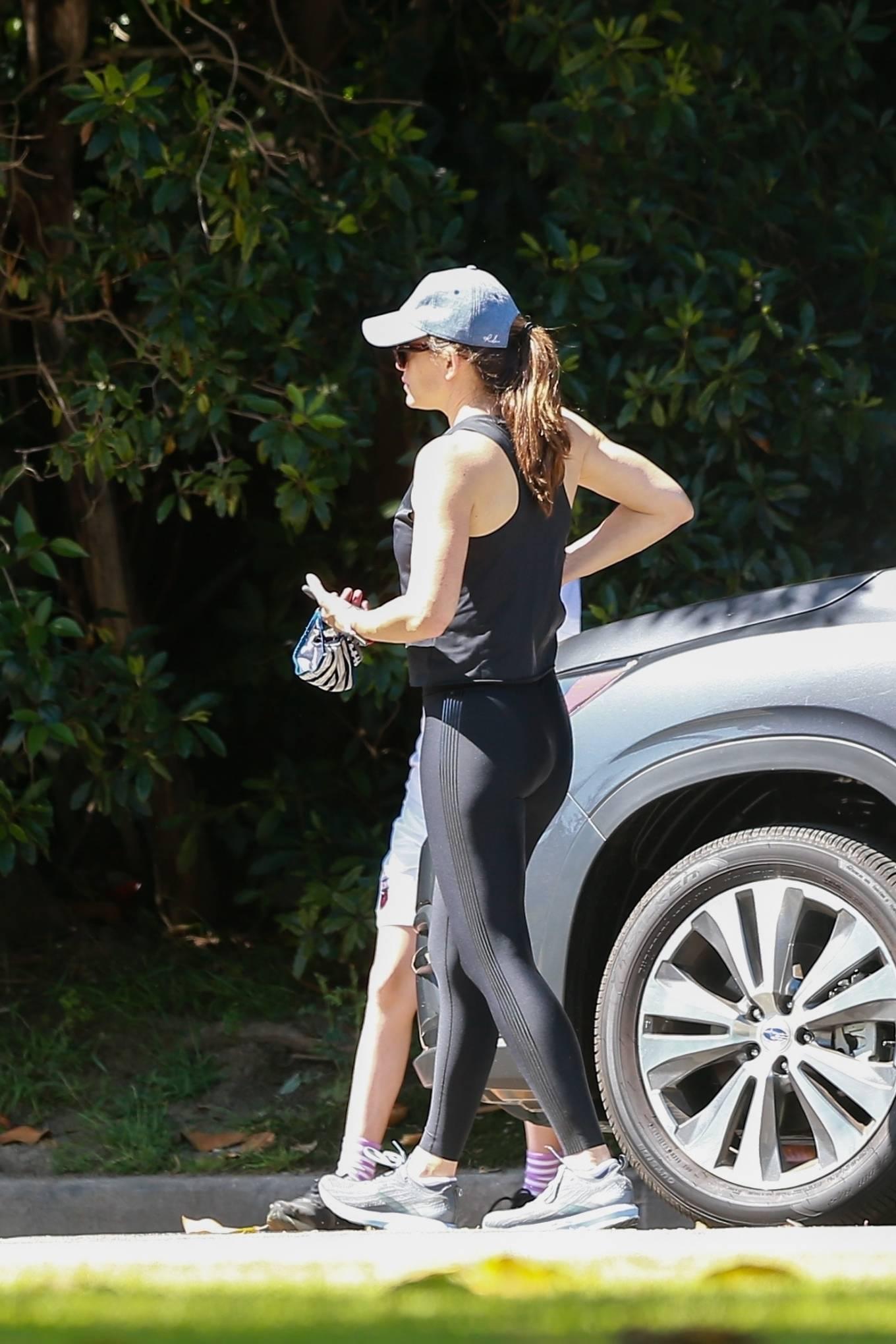 Jennifer Garner 2020 : Jennifer Garner in Black Spandex – Out in Pacific Palisades-03