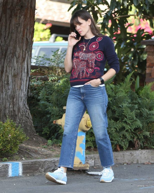 Jennifer Garner - In denim out and about in Brentwood
