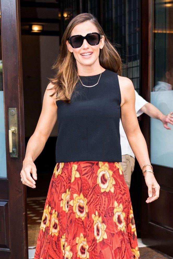Jennifer Garner in Floral Print Skirt - Out in New York City